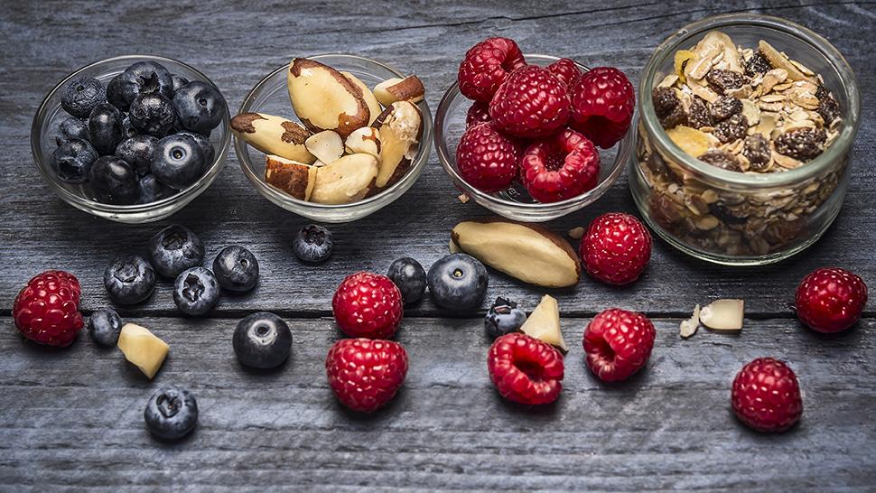 dreamstime_xxl_59030765_berries_nuts_970x546