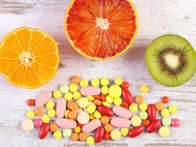 dreamstime_xl_92691819_supplements-vs-food_970y546