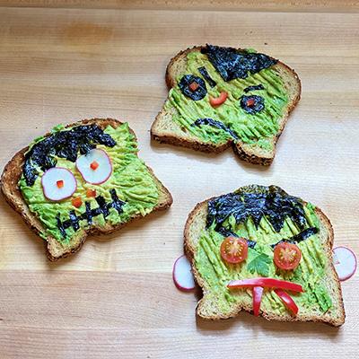 healthykids_halloween_spooky-toast_onboard_StayFresh_400x400px